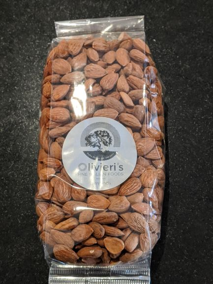 bag of raw almonds, 550g